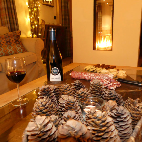 Lounge Dining wine & food pic1